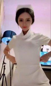 护士装美女自拍?