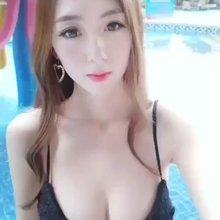 炎炎夏日美女戏水