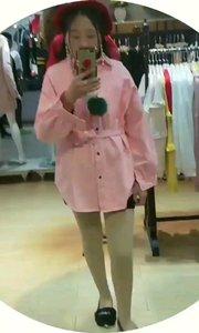 突然想穿粉色系衣服了?