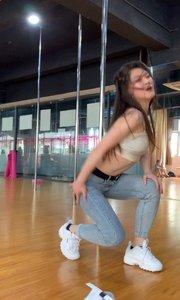 跳舞的女孩子有独特的气质和魅力