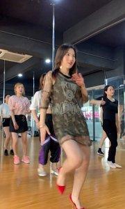 舞蹈家的使命就是要表现最道德、最健康、最美好的事物。