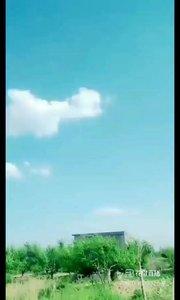 #户外进行时 今天的天很蓝,云很白,仔细看,天空中是不是有个笑脸?那是我的笑脸呦,你笑起来真好看??????就像……