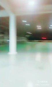 #户外进行时 #原创视频达人夏令营 厂里的室内体育馆,户外的运动地方,还有图书馆,没事打打乒乓球,篮球,羽毛球,看看书,园区走一走,小树林里谈个恋爱,迷你世界的那种感觉,看起来不错,但是我总感觉失去了活着的价值,井底之蛙的感觉……