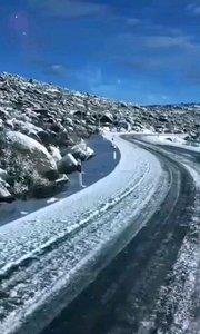 雪过天晴的海子山。