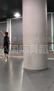古典舞传承中国古典文化艺术,古典舞的小姐姐举手投足都是美得?