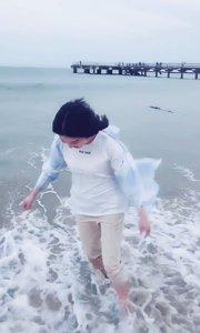 想去海边走走,舒缓下心情…大声对着大海说,往后余生对我好点,让我一直这样永远开心没有烦恼吧~