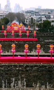 南京中华门瓮城,2020年城墙灯会,现在景区进入需进行身份登记,全程佩戴口罩方可以进入,有限开放,游客不多,视野开阔。