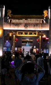 #户外进行时 #南京 #旅游 周末南京夫子庙晚间相当热闹,游客相当多,大部分已经都不戴口罩,大成殿门票循环播放一首歌曲,相当好听,配上夜景就更加有味道,