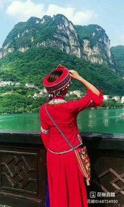 #花椒星闻 @花椒热点  土家族妹子@狐Xiao籼儿?✨? 放假回老家,录制短视频,分享出来,一起看看这里的风景美吗?! 果真是好山好水养一方人,这里山美水美人更美。 @狐Xiao籼儿?✨? 自从上班以来,想家的时候多,回家今年这是第一次,幺妹一路顺风,等你回来! @狐Xiao籼儿?✨? 哥哥我要回趟老家,记得要想wo 呦! 好!会想你滴!问家里带好,早些回来! 虽有不舍,但是还是为@狐Xiao籼儿?✨? 高兴,终于可以回家了,对父母跟家的思念真的只有踏进家门才能解吧?! 早些回来!@狐Xiao籼儿?✨?
