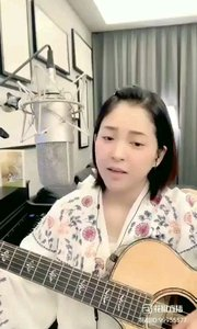 请欣赏音乐才女@爱唱歌的松叶叶 99955577?弹唱英语经典《雪绒花》希望大家喜欢!#爱唱歌的松叶 #弹唱最治愈
