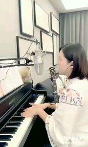 请欣赏音乐才女@爱唱歌的松叶叶 99955577钢琴弹唱《一生何求》希望大家喜欢!#爱唱歌的松叶 #弹唱最治愈