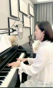 请欣赏音乐才女@爱唱歌的松叶叶 99955577钢琴弹唱《遇见》希望大家喜欢!#爱唱歌的松叶 #弹唱最治愈