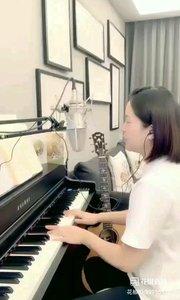 请欣赏音乐才女@爱唱歌的松叶叶 99955577钢琴弹唱《给我一个理由忘记》希望大家喜欢!#爱唱歌的松叶 #弹唱最治愈
