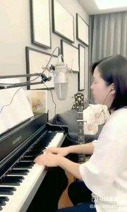 请欣赏音乐才女@爱唱歌的松叶叶 99955577钢琴弹唱《最美的期待》#爱唱歌的松叶 #弹唱最治愈