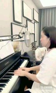请欣赏音乐才女@爱唱歌的松叶叶 99955577钢琴弹唱《绿色》#爱唱歌的松叶 #花椒音乐人