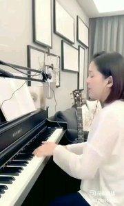 请欣赏音乐才女@爱唱歌的松叶叶 9995577钢琴弹唱《外面的世界》#爱唱歌的松叶 #花椒音乐人 #弹唱最治愈