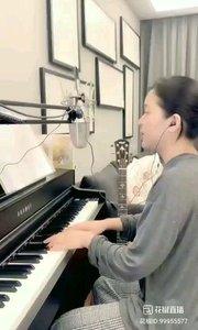 请欣赏@爱唱歌的松叶叶 99955577钢琴弹唱《陪你看日出》#爱唱歌的松叶 #花椒音乐人