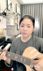请欣赏音乐才女@爱唱歌的松叶叶 99955577?弹唱日语版《漫步人生路》#爱唱歌的松叶 #花椒音乐人