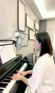 请欣赏音乐才女@爱唱歌的松叶叶 99955577钢琴弹唱《异乡人》#爱唱歌的松叶 #花椒音乐人