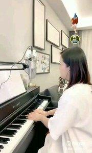 请欣赏音乐才女@爱唱歌的松叶叶 99955577钢琴弹唱《爱在深秋》#爱唱歌的松叶 #花椒音乐人