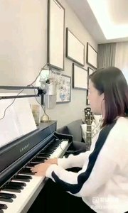 请欣赏音乐才女@爱唱歌的松叶叶 99955577钢琴弹唱《一千年以后》#爱唱歌的松叶 #花椒音乐人
