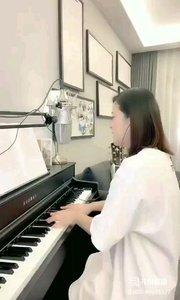 请欣赏音乐才女@爱唱歌的松叶叶 99955577钢琴弹唱《情非得已》#爱唱歌的松叶 #花椒音乐人