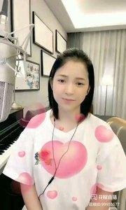 请欣赏音乐才女@爱唱歌的松叶叶 99955577深情演唱《我爱你中国》#爱唱歌的松叶 #花椒音乐人 #身边正能量