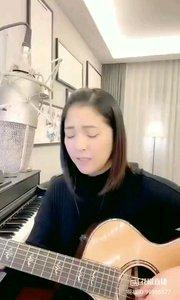 @爱唱歌的松叶叶 吉他?弹唱《光年之外》#爱唱歌的松叶 #花椒音乐人