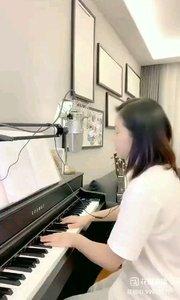 @爱唱歌的松叶叶 钢琴弹唱《小村之恋》#爱唱歌的松叶 #花椒音乐人