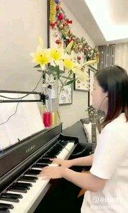 @爱唱歌的松叶叶 钢琴弹唱一首非常优美的英语经典《玫瑰人生》#爱唱歌的松叶 #花椒音乐人