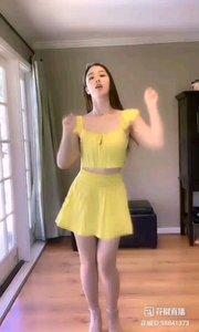 教科书级别的舞蹈!她的眉毛,她的眼睛,她的腰身,无一不在尽情展现着舞曲的动感和活力,俏皮和奔放,太棒了@Linda爱跳舞