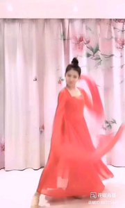 一袭红裙飞舞,一段妩媚风情,人间有此美景,如能得见,真是此生不虚!@小小