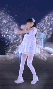 可爱的女孩,迷人的蝴蝶 那对光翼展开的时候, 全世界都被那无?#26376;?#27604;的美丽震撼了