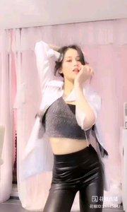 #性感不腻的热舞  @??大莱laire? 真正的韵味,无法言表的魅力,尽在皮裤勾勒的秘密里?