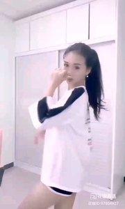 #性感不腻的热舞  @热舞小仙女雨宝 喜欢跳舞的女孩,永远充满青春活力,令人回忆起青涩时光的她,回味无穷