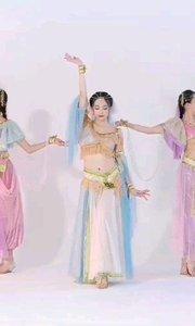 #性感不腻的热舞  今天我们三个小姐姐给大家献上异域风情哦 像不像《阿拉丁》里的茉莉公主呢??