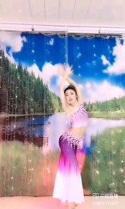 #性感不腻的热舞 @✨火爆猴? 蝴蝶泉边的孔雀,展示着她美丽的翎羽,如梦,亦如幻