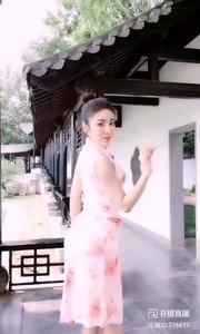 #性感不腻的热舞 @✨火爆猴? 江南园林,旗袍美人,世间还有比这更雅致的美景吗?