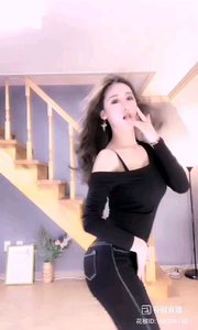 #性感不腻的热舞 @Is真熙x 瀑布般的黑发,水蛇般的腰身,高山般的曲线,她的舞,足以让所有男人陶醉,迷离