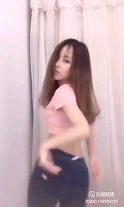 #性感不腻的热舞 @林婉妍? 小家碧玉气质的美少女,竟也可以把舞蹈的热辣活力展现如此完美,真是了不起的舞技呢?