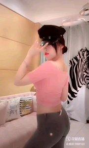 @Annabelle乔 #性感不腻的热舞 高贵典雅的气质,本就是超凡的魅力,配上这炫酷的黑帽,更是无人能抵挡的魅惑啊