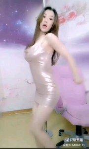 #性感不腻的热舞 @飘舞君团?飘飘? 紧致的短裙,掩不住女人的魅力,热辣的舞姿,挥发着青春的妖艳