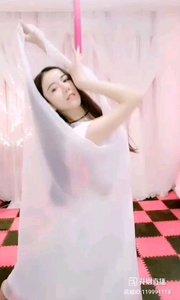 @?西雅? #最有才华主播 #舞蹈 一缕薄纱,掩住女人最深处的秘密,却释放女人最诱人的魅力