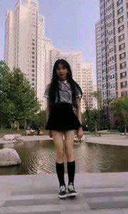 #性感不腻的热舞 #爱跳舞的我最美 啦啦啦?,在楼下给大家来一段《bboom bboom》,有没有韩星味道??