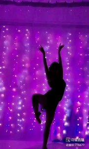 @✨火爆猴? #性感不腻的热舞 只有最顶级的舞者,才能演绎这般醉人的影子