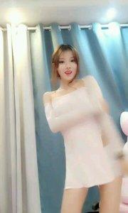 @热舞熙宝  这个pose有没有很完美的感觉,优美甜蜜!? #主播的高光时刻