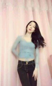 @阿茶☠️  哇,这个小妞跳舞真的太美了,完全沉浸再舞蹈中?? #爱跳舞的我最美 #性感不腻的热舞