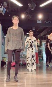 发个课堂视频~ 虽然非专业才学了一年,可是一直在努力进修跳舞想成为专业??
