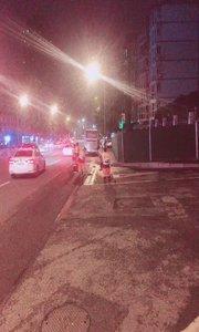 现在11点46分 在重庆马路边还能看到环卫的叔叔阿姨还在清洗路面,为我们祖国添上绿色健康的环境,为他们点赞?视频拍摄者杨洋