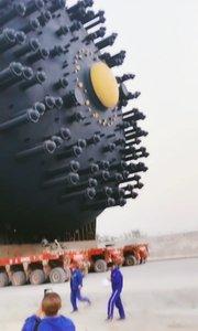 为了运输大型物品,必须加500个轮子,团结力量大